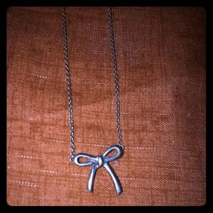 Gorgeous Tiffany & Co mini bow silver necklace